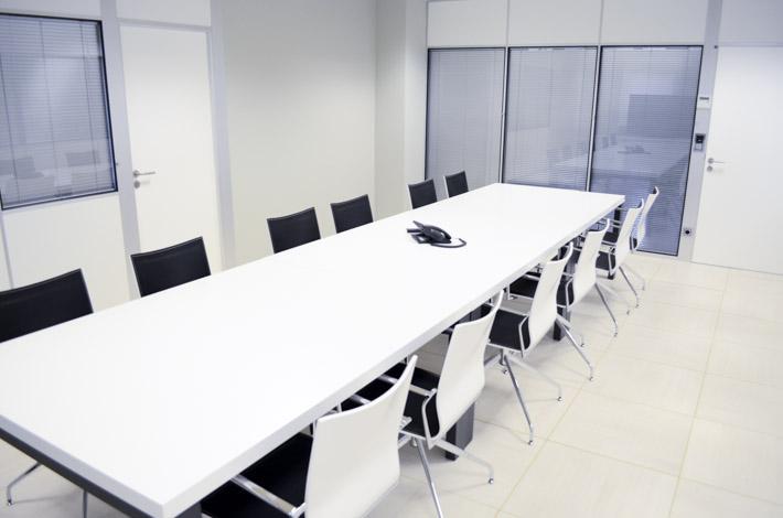 Cadoiro centro de negocios sala de reuniones for Sala de reuniones